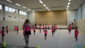 Aufstellung zur ersten Darbietung der Nachwuchsgymnastinnen des TSV Mommenheim.