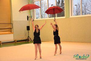 Die Zuschauer waren begeistert von der Darbietung der beiden Gymnastinnen mit ihrer Darstellung der Raining Men Hallelujah.